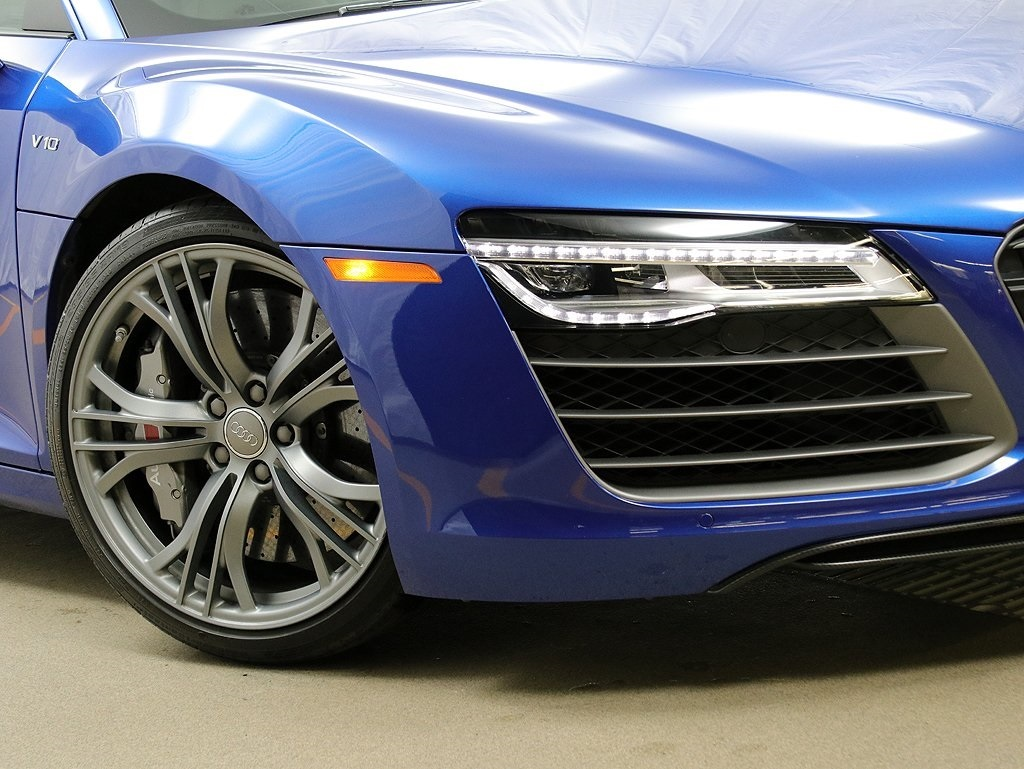 Pre-Owned 2015 Audi R8 5.2 plus